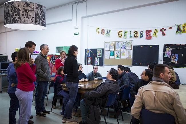 Voluntaris i estudiants de pràctiques al Club Social Can Gelabert