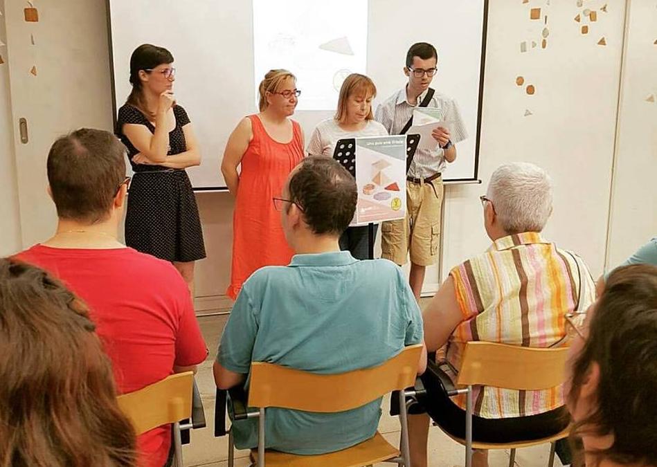 """L'Escola d'adults presenta oficialment el seu projecte """"una Guia amb Gràcia"""""""